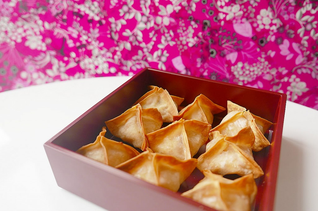 Baked wontons with salmon cream