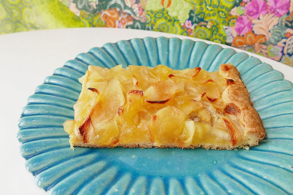 Apple banana cookie tart