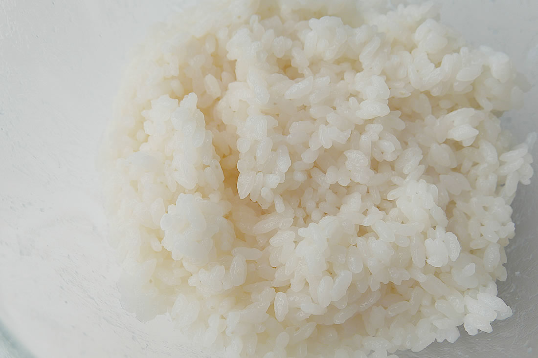 Japanese steamed rice with a rice cooker – gohan