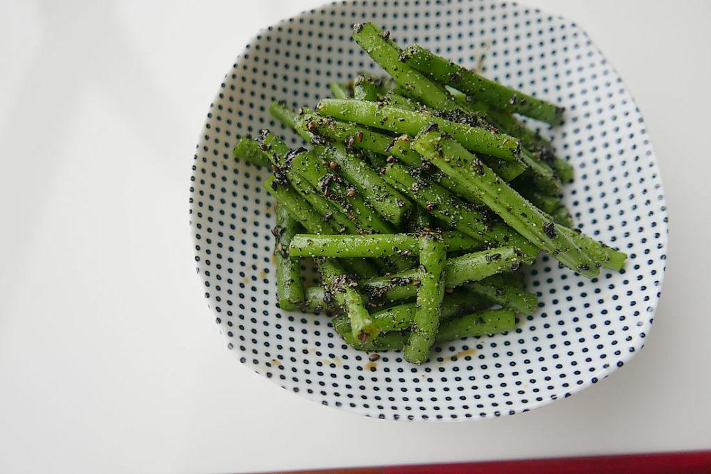 Ingen (common beans) with black sesame sauce