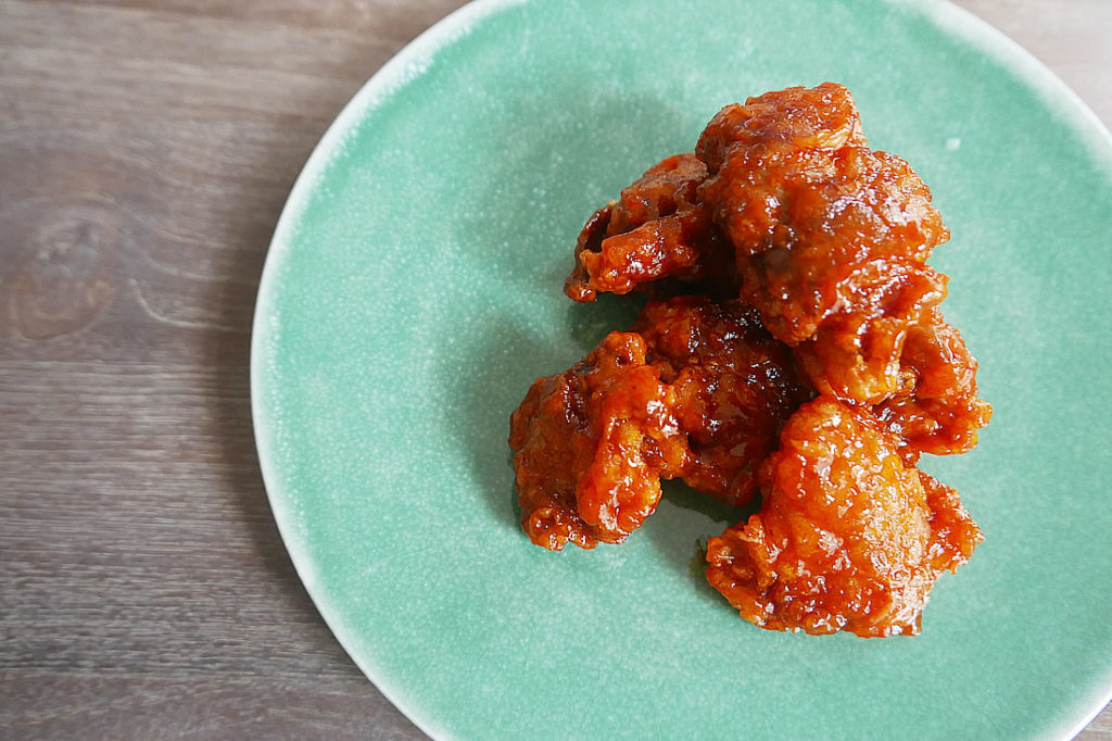 Korean yangnyeom chicken