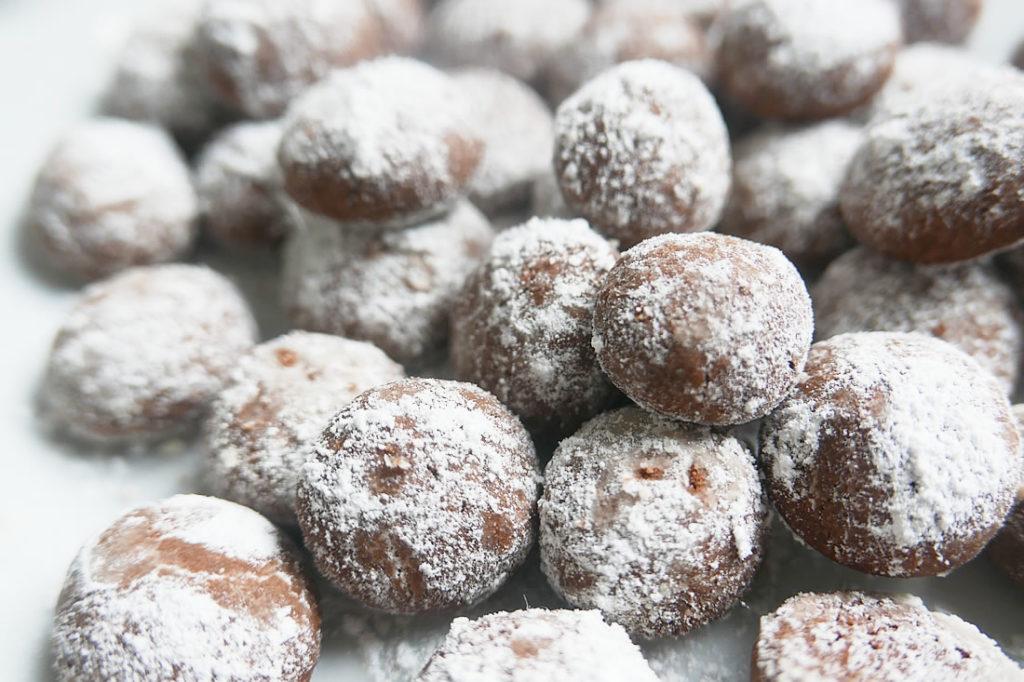 Chocolate snow ball cookies