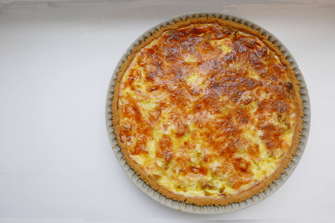 Leek tart flavored with curry