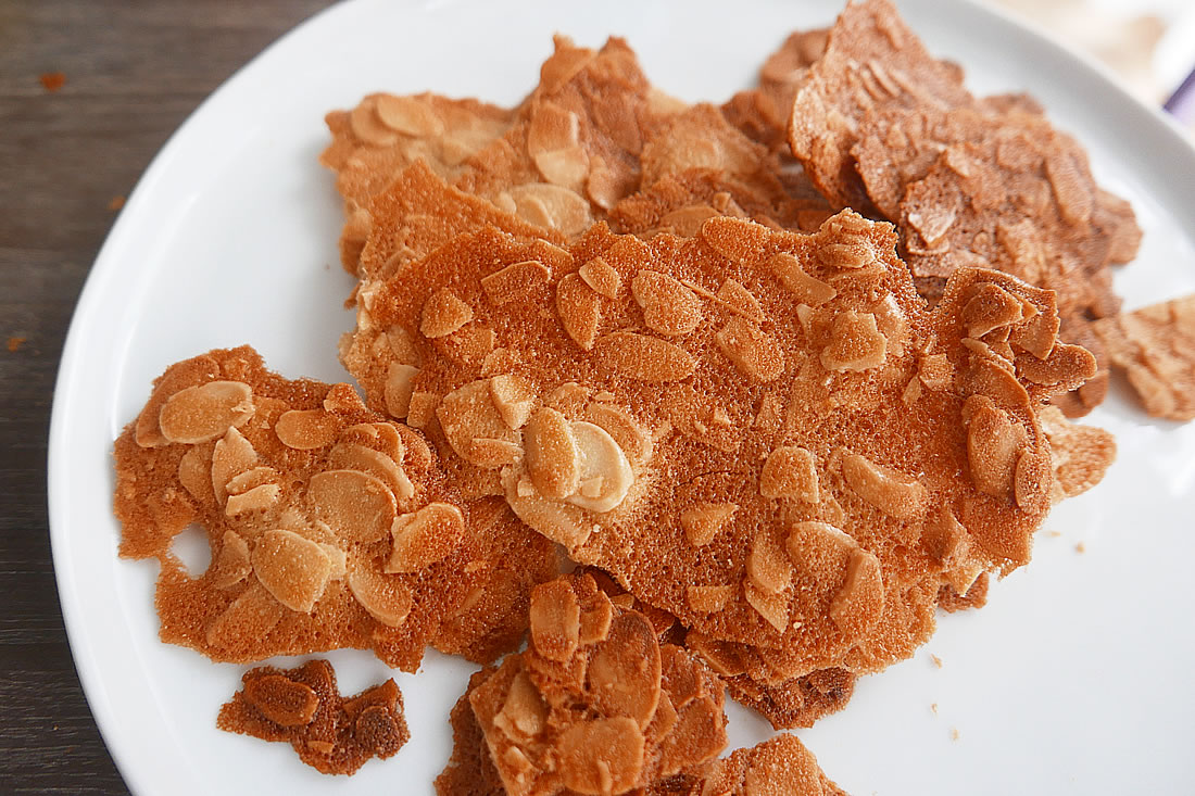 Almond tuile (Tuile aux amandes)