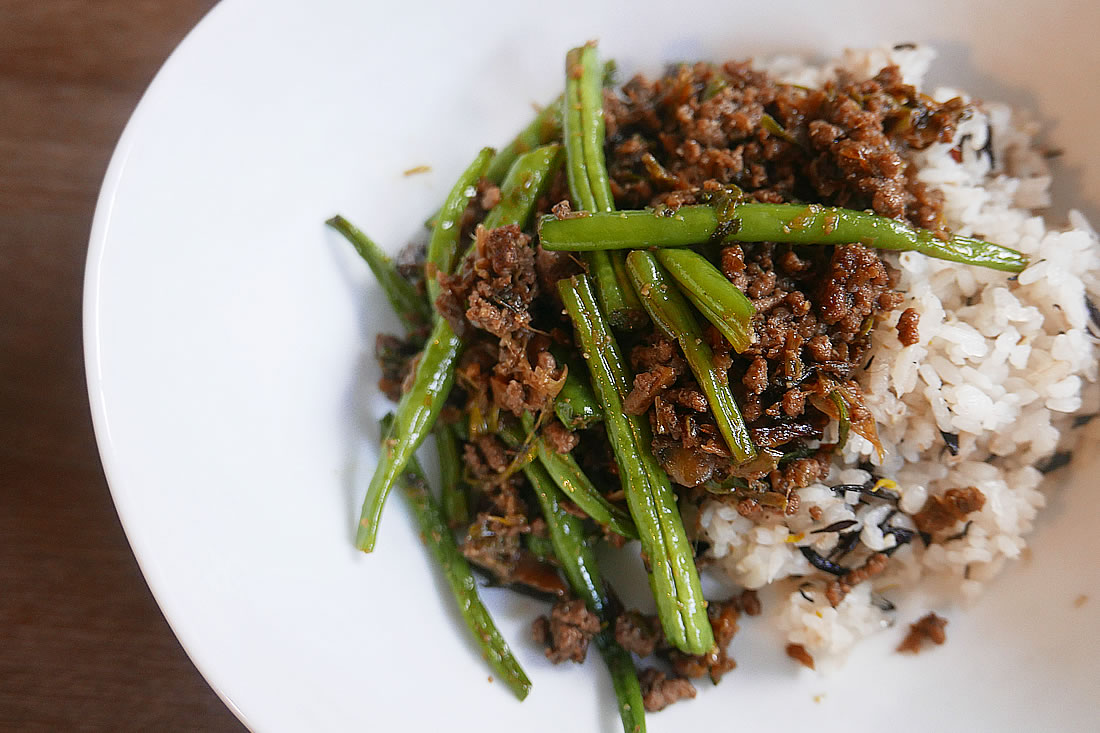 Stir-fried green beans with ground pork (or ground beef)