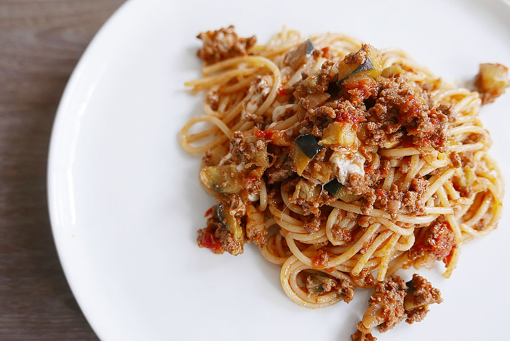 Eggplant and minced beef sauce spaghetti
