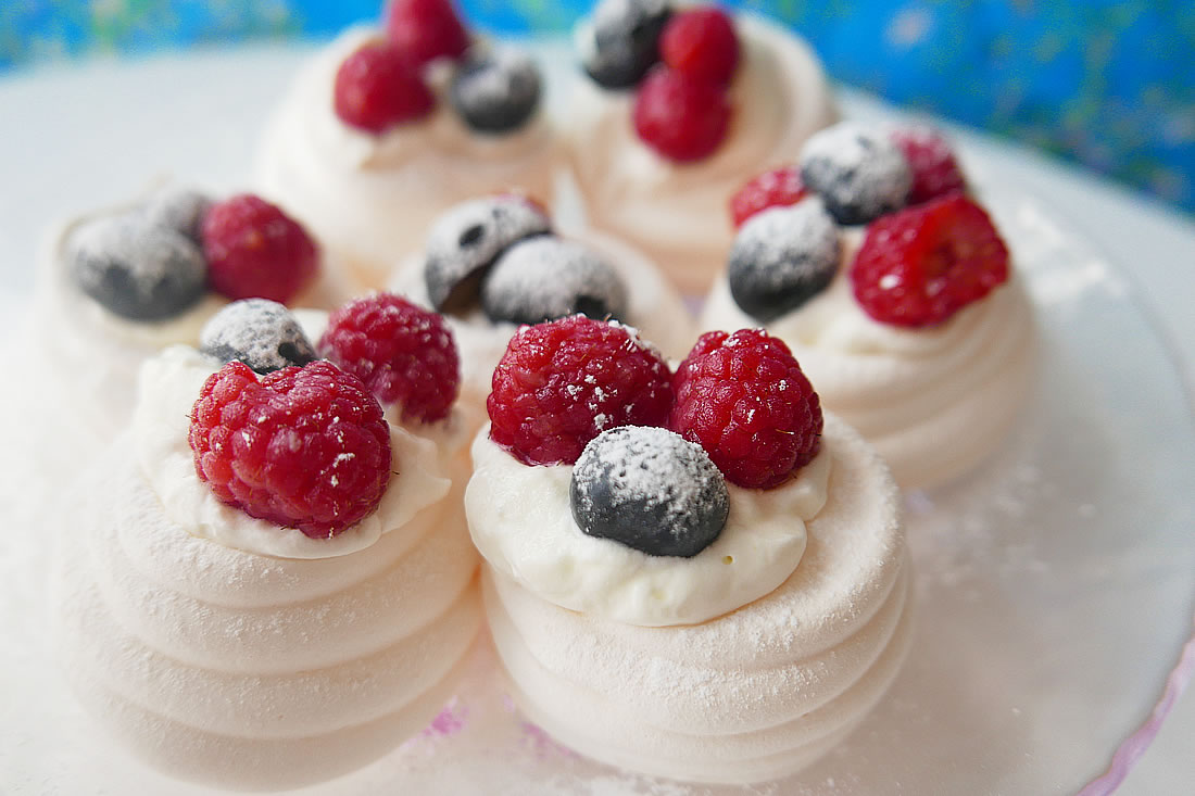 Mini Pavlova with Berries & Cream