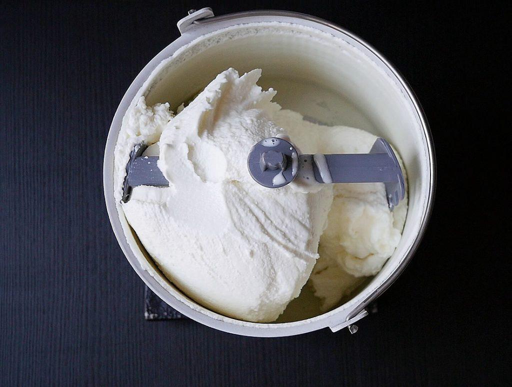 Greek yogurt cream gelato with compressor machine